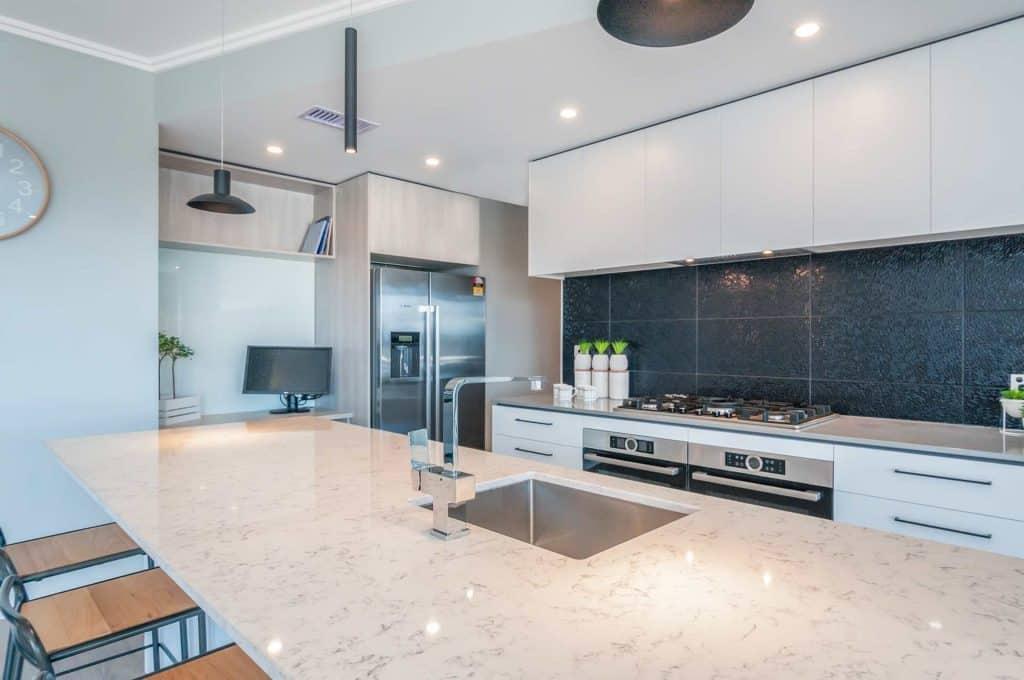Whitby / Silverwood new home - Silestone Lyra., Silestone Gris Expo